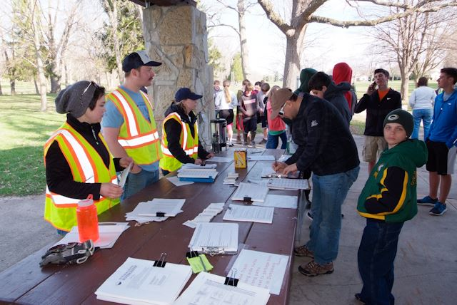 2015_Menomonee_River_Cleanup_Menomonee_Falls (11 of 57)
