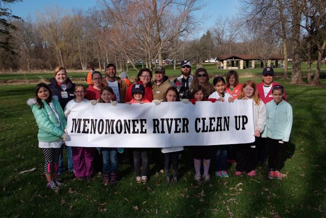 2015_Menomonee_River_Cleanup_Menomonee_Falls (13 of 57)