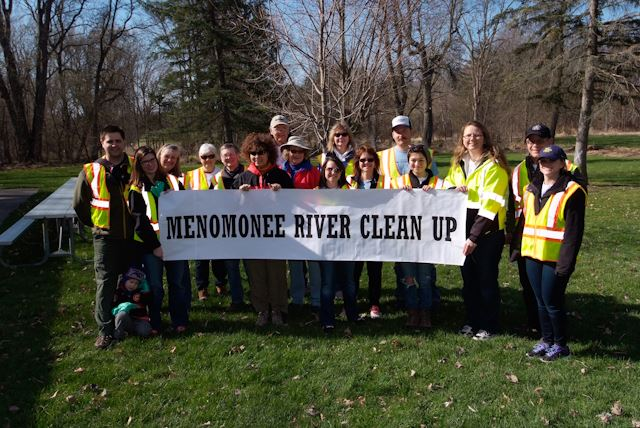 2015_Menomonee_River_Cleanup_Menomonee_Falls (26 of 57)