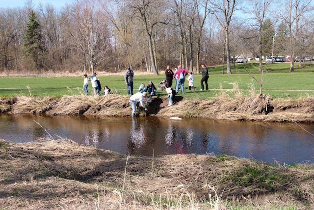 2015_Menomonee_River_Cleanup_Menomonee_Falls (28 of 57)