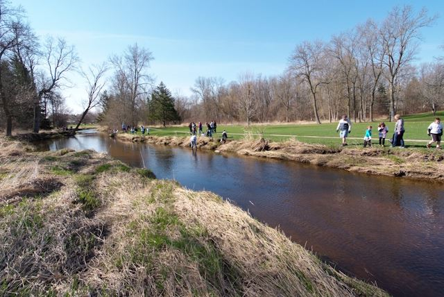 2015_Menomonee_River_Cleanup_Menomonee_Falls (29 of 57)